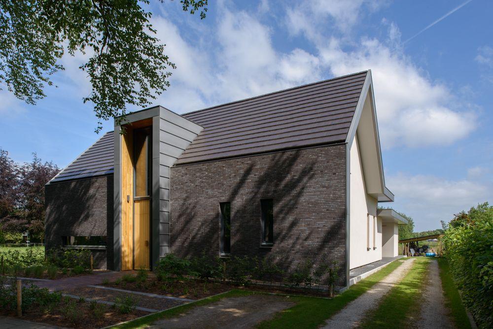 Moderne woning met zinken entree element leenders architecten