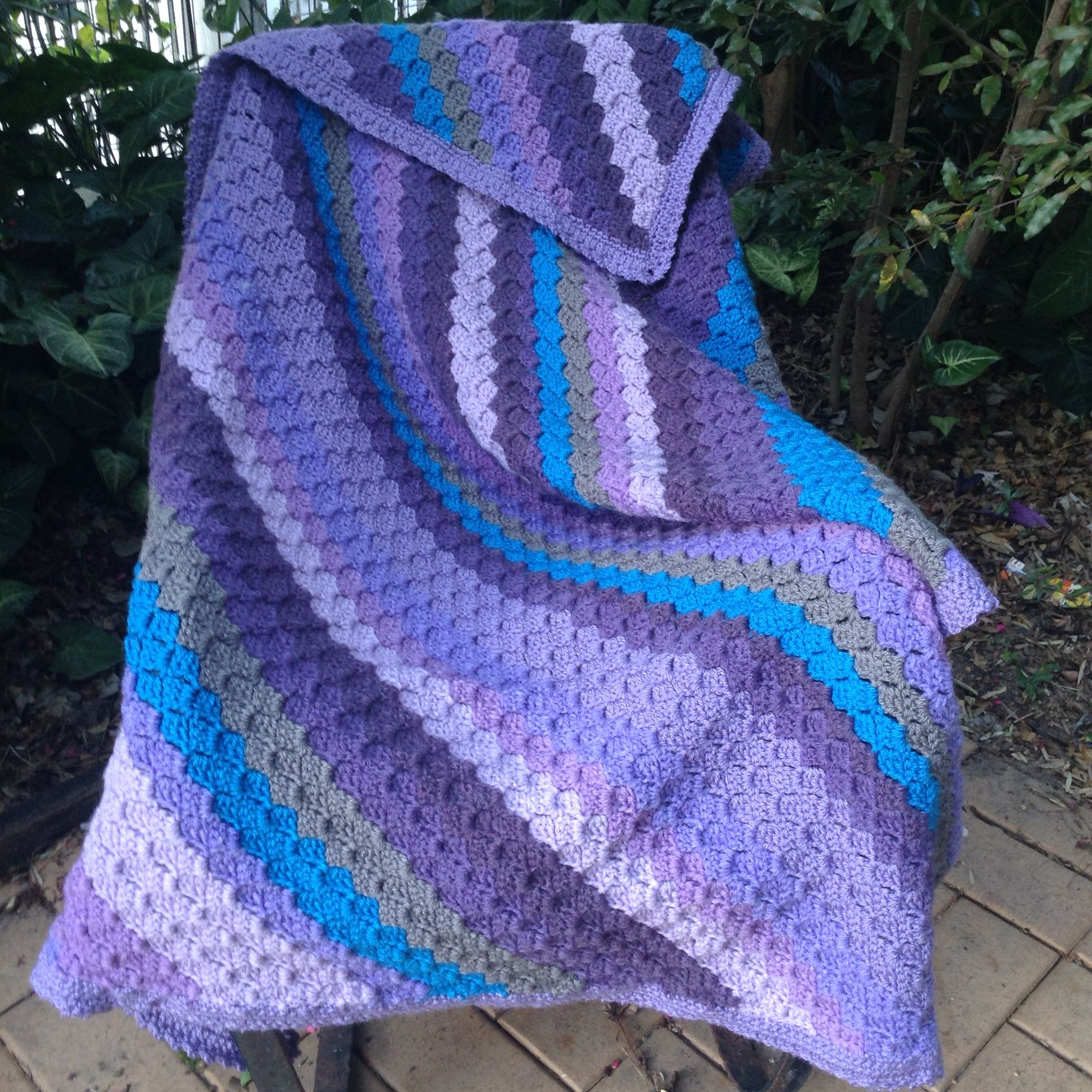 C2c kneerug made with lincraft cake in lovely lilac