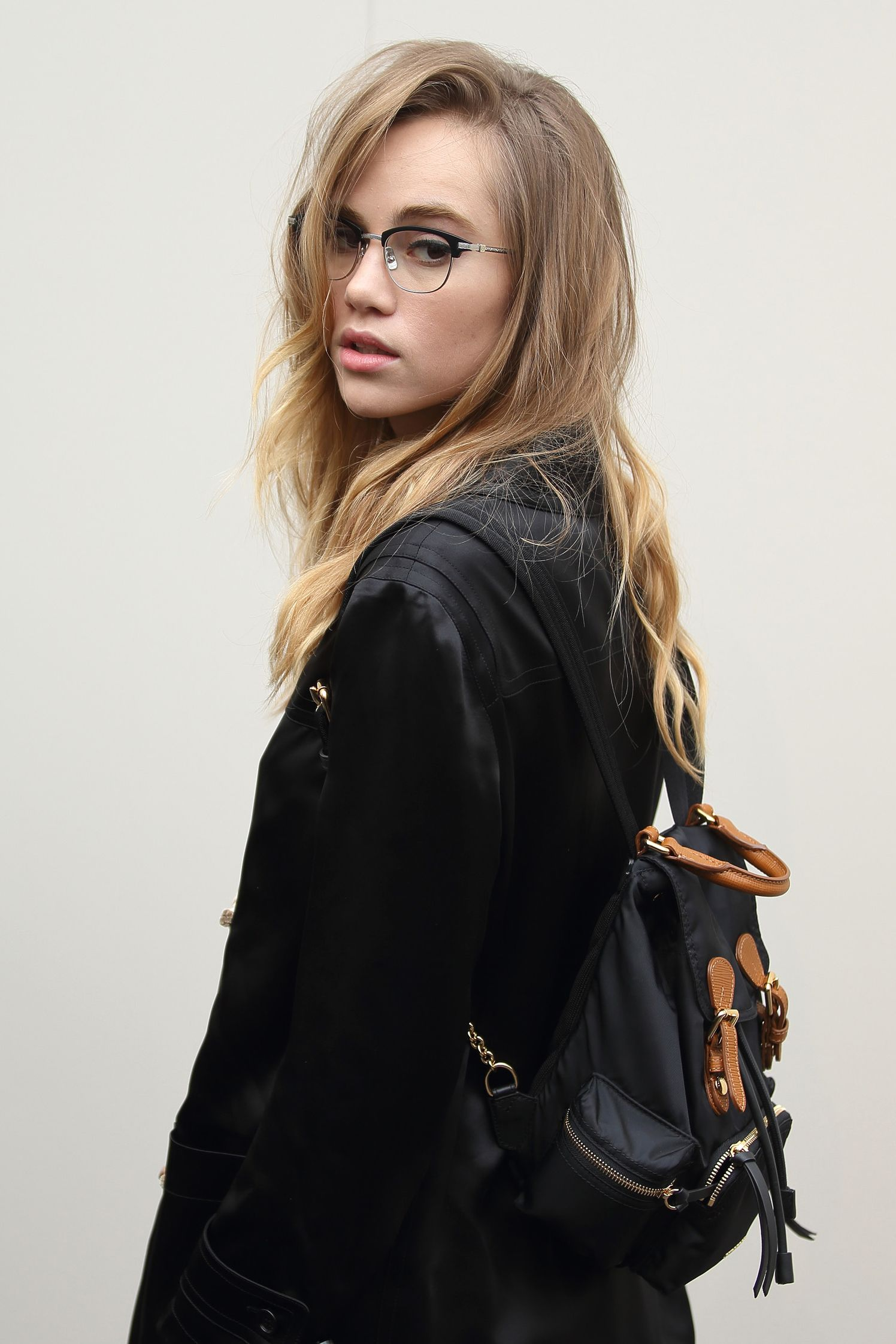5d851f9cb536 How Suki Waterhouse Brings Geek-Chic Beauty to Burberry s Front Row ...