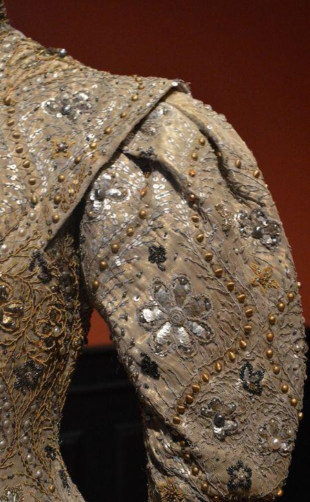 Worth - Robe du Soir 'Byzantine' - Taffetas Lamé, Soie, Tulle, Paillettes et Fourrure (Détail) - Comtesse Greffulhe pour le Mariage de sa Fille - 1904