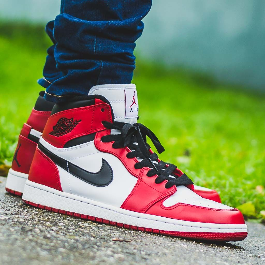 Air Jordan 1 Retro High Chicago On Feet Sneaker Review Air Jordans Sneakers Nike Shoes Outfits