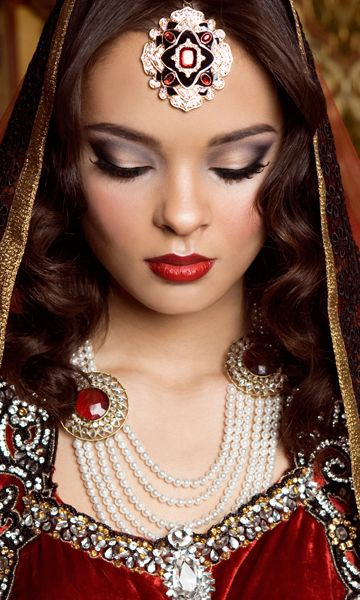 Perfect dulhan wedding makeup for Indian or Pakistani bride. Mehwish Khan | Hair & Makeup www.mehwishkhan.com