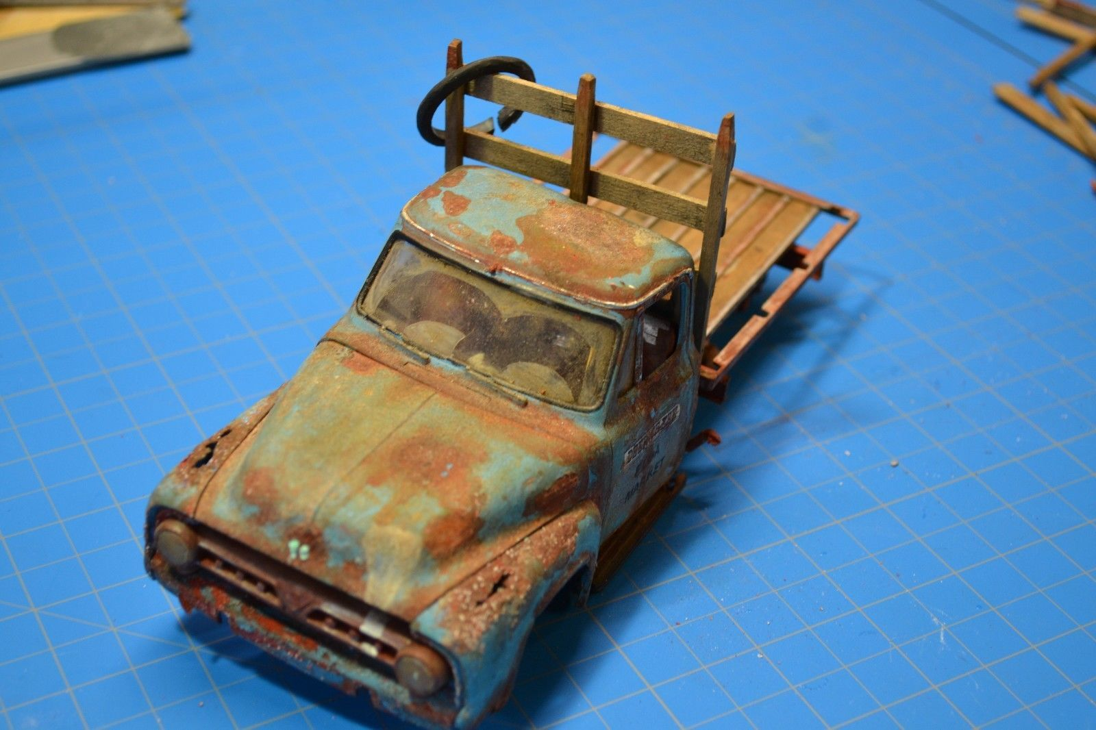 Pro built 1953 53 ford f100 pickup truck weathered detailed diorama flea market
