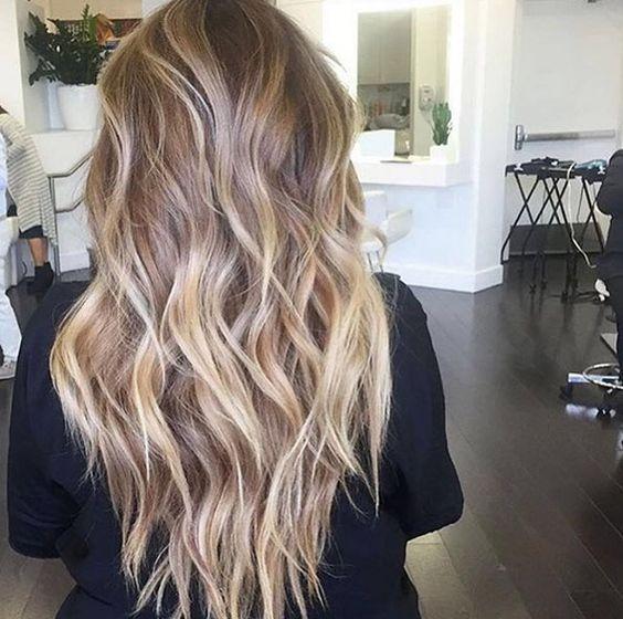 Long Curly Hair Styles Beach Waves Curls Highlights Caramels Honey Blonde Curly Hair Styles Blonde Balayage Hair Styles