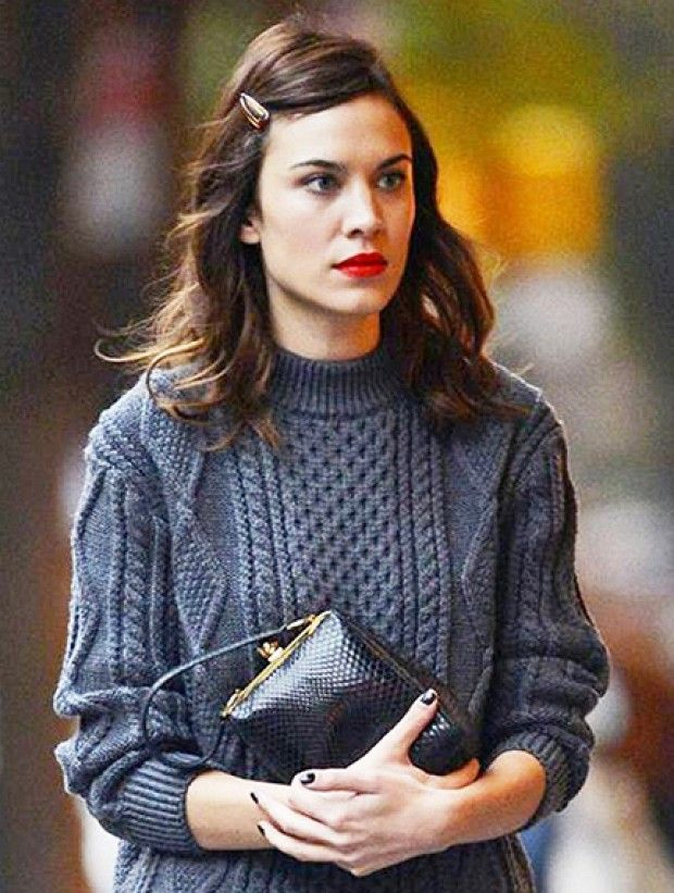 Alexa Chung Makes An Old School Hair Clip Look Ridiculously Cool Accessories