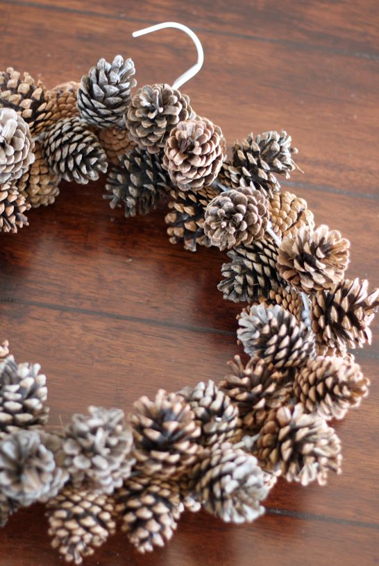 pinecone wreath diy bricolage pommes de pin pinterest pommes de pin couronnes de no l et. Black Bedroom Furniture Sets. Home Design Ideas