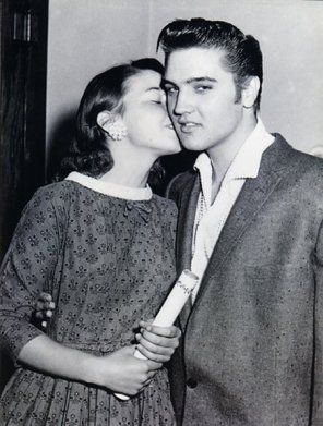 June 3 1956 Fan Kisses Elvis Oakland Ca In 2020 Young