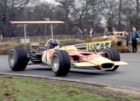 Colin Chapman And The Lotus Team Defined F1 In The 1960 S His Mid Engined Lotus 25 And 49 Pioneered New Ground In The F1 Techni Racing Formula 1 Car Lotus Car