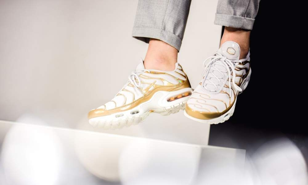 newest 88688 28097 Nike Air Max Plus   White Gold   Womens Trainers  605112-054