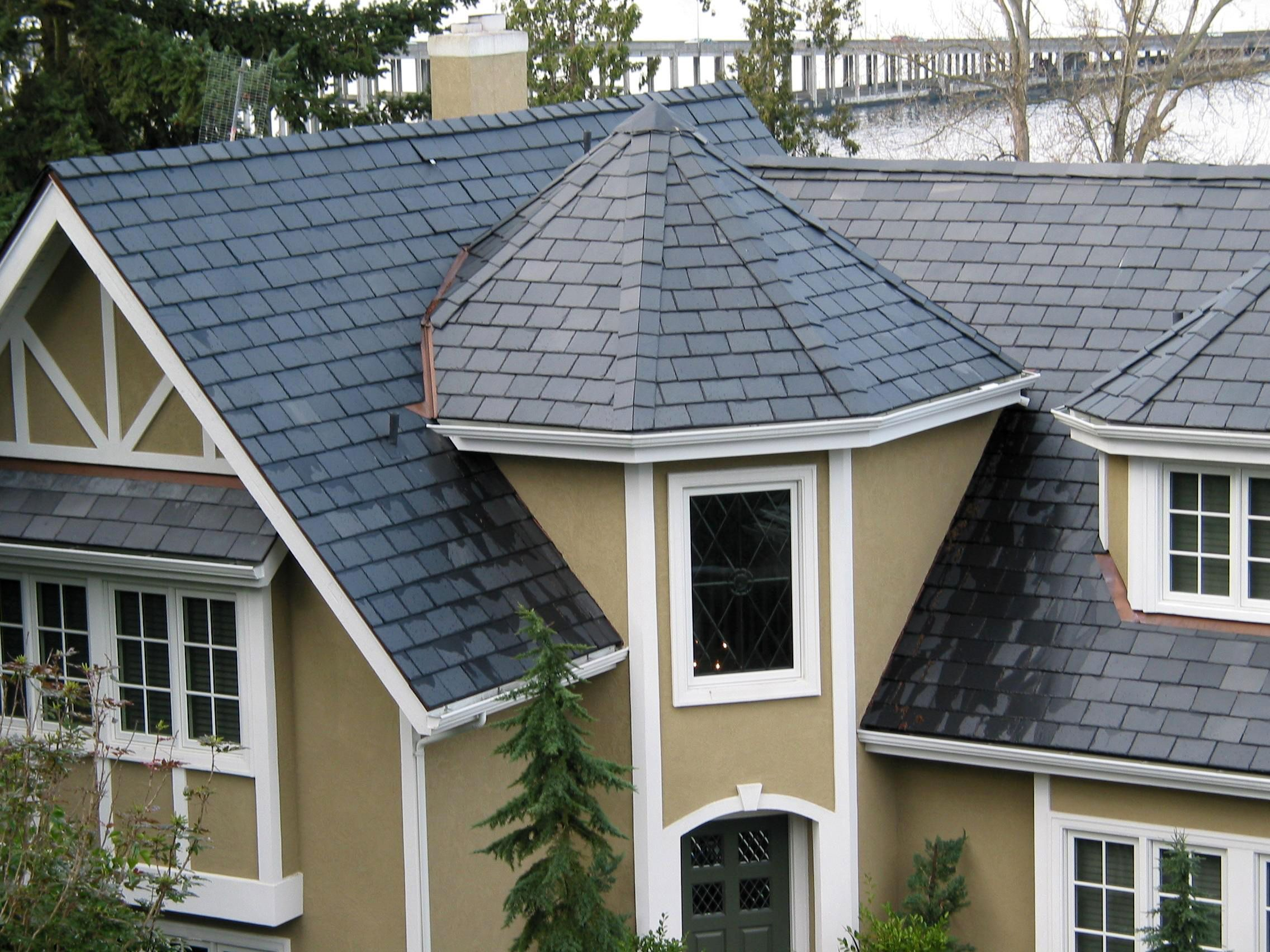 One Of The Major Benefits Of Slate Roofing Lies In Its Natural Aesthetics Since Slate Comes In A Wide Variety Of Sizes C Florida Apartments Reroofing Roofing