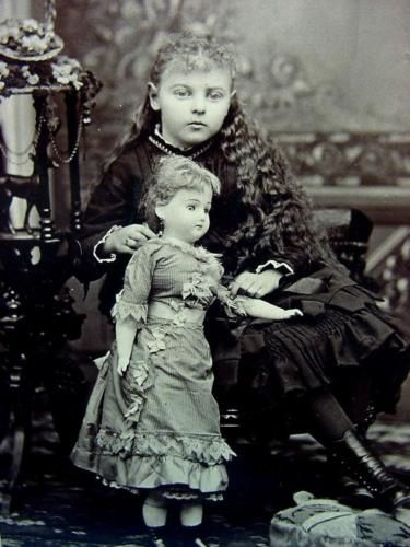 P-350-Antique-Photograph-Girl-and-Doll-1880-Omaha-NE-Great-Style-Condition