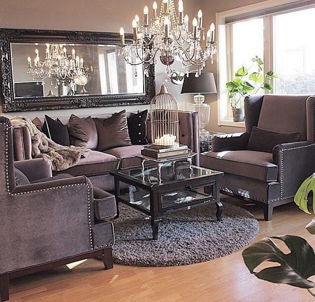 Bella sala de estar en tono gris morado y plata for Casa mia decoracion