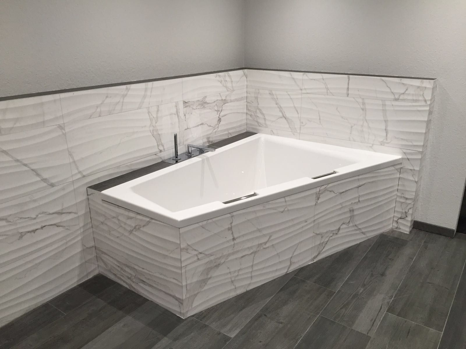 Badezimmer Badewanne ~ Designer badezimmer badewanne waschbecken mit säule keramik