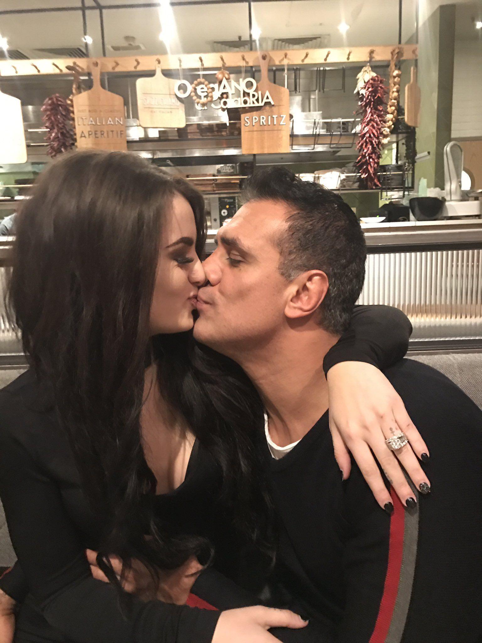 Paige dating Bray Wyatt paras naimisissa dating sites Australiassa