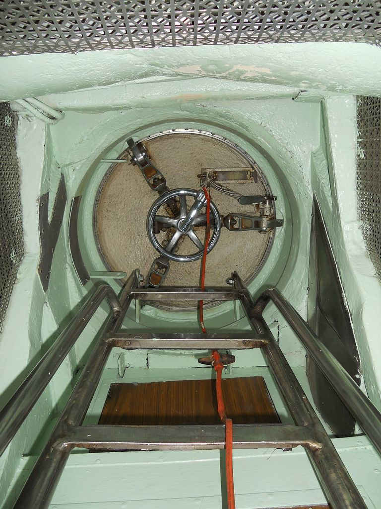 Uss Drum Engine Room: Ladder And Access Hatch To Sail