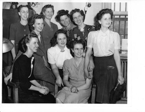 Fundamentalist Mormon wives pose for photo during 1944 ...
