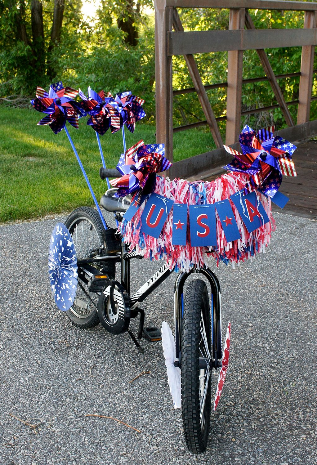 Patriotic Bike Decoration Idea   4th of July DIY   Pinterest   Free     Patriotic Kids Bike and FREE Printable USA banner