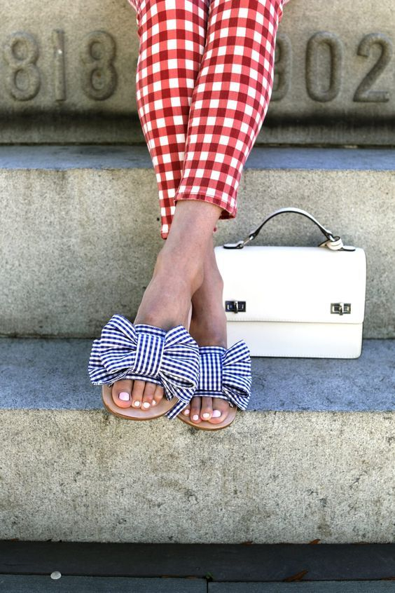 3164c6b606 pantalones cuadros vichy a juego con las sandalias de verano. Pon cuadros  vichy a tu look en Telas de Luna.