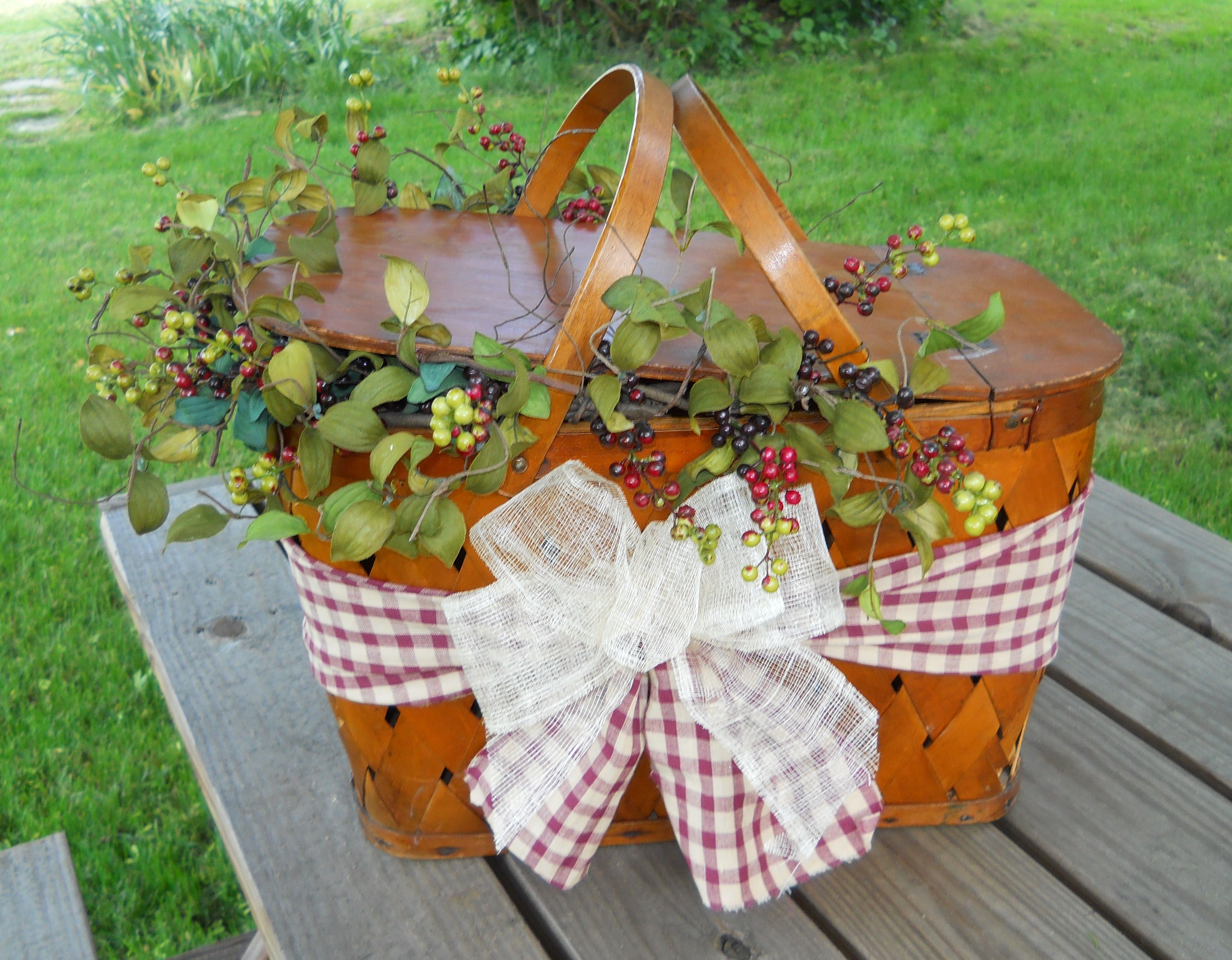Picnic Decor Decorated Picnic Basket By Country Craft House Centerpieces