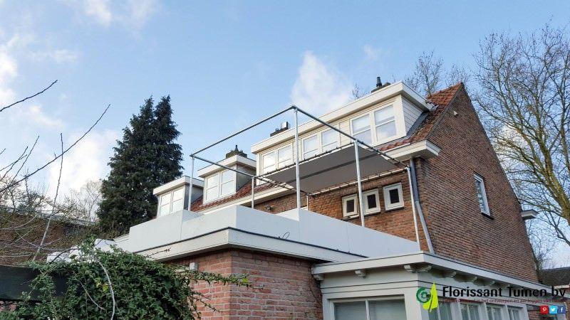 Balkonüberdach aus Rohrverbindern