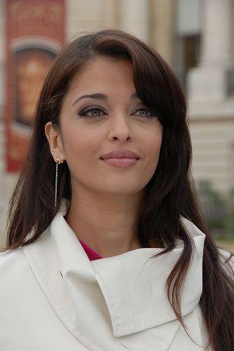 aishwarya rai - Google Search | Girl with brown hair ...