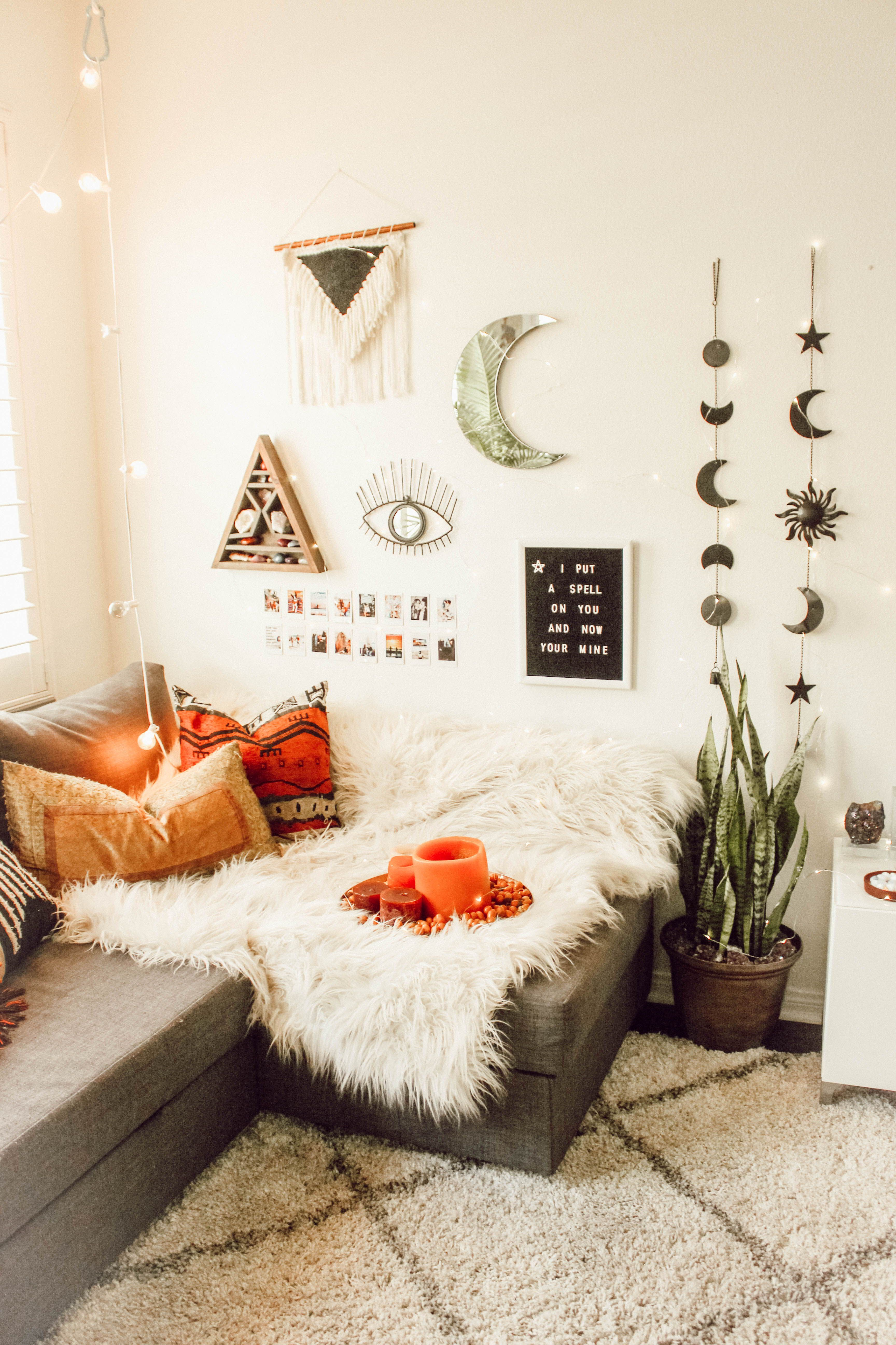 Corral Bedroom Clutter And Show Off Your Style 5 Instagram Trends To Try Room Inspiration Bedroom Redecorate Bedroom Bedroom Makeover