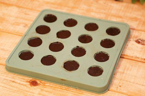 Schokolade selber machen mit nur 4 Zutaten und vegan