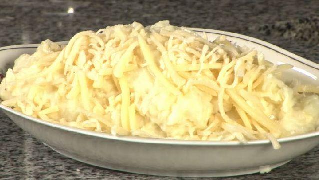 Cómo hacer puré de papas con queso | eHow en Español
