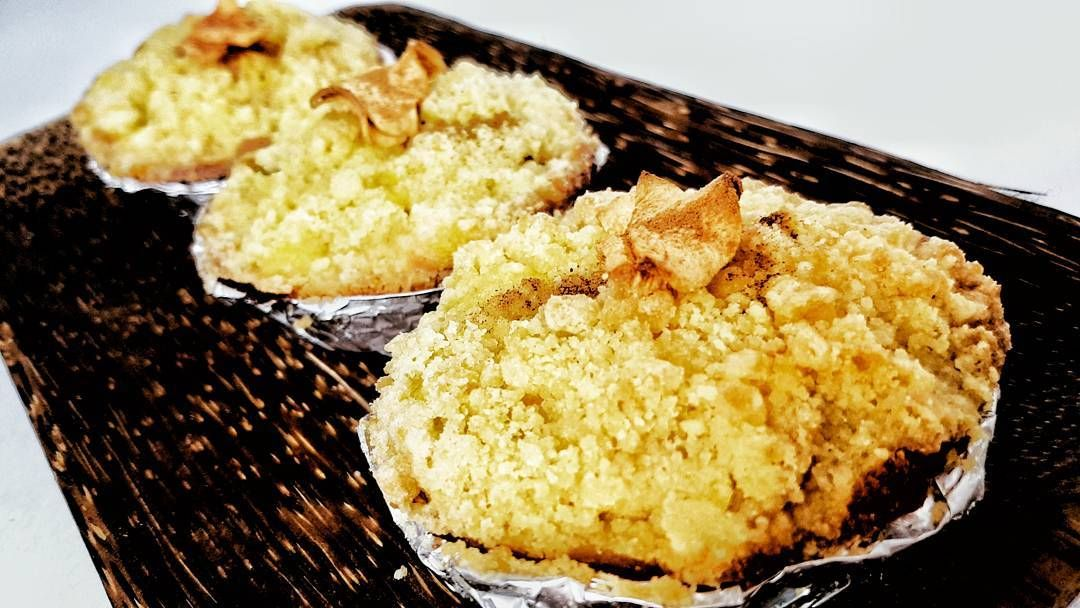 Apple Crumble Cake Ingin Camilan Yang Berbeda Untuk Oleh Oleh Maupun Disantap Bersama Keluarga Cake Apel Berk Healthy Summer Desserts Summer Desserts Food