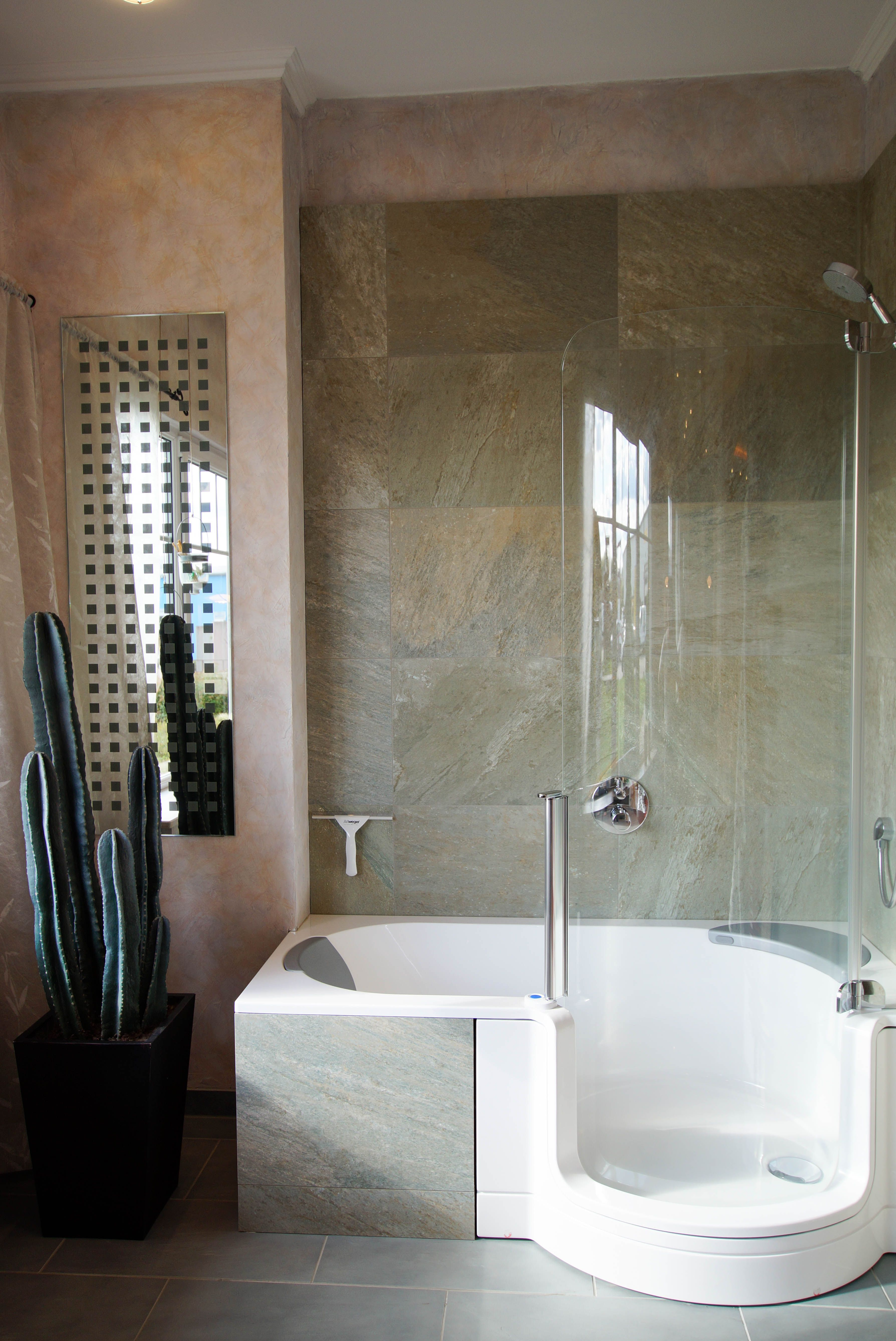 Badezimmerdesign mit jacuzzi badausstellung potsdam  badezimmer  pinterest  bathroom bath and
