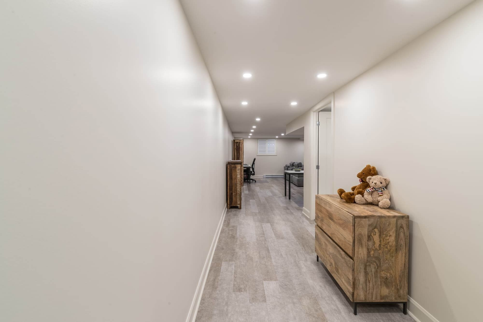 corridor-sous-sol-moderne #soussoldesigninspiration | Home ...