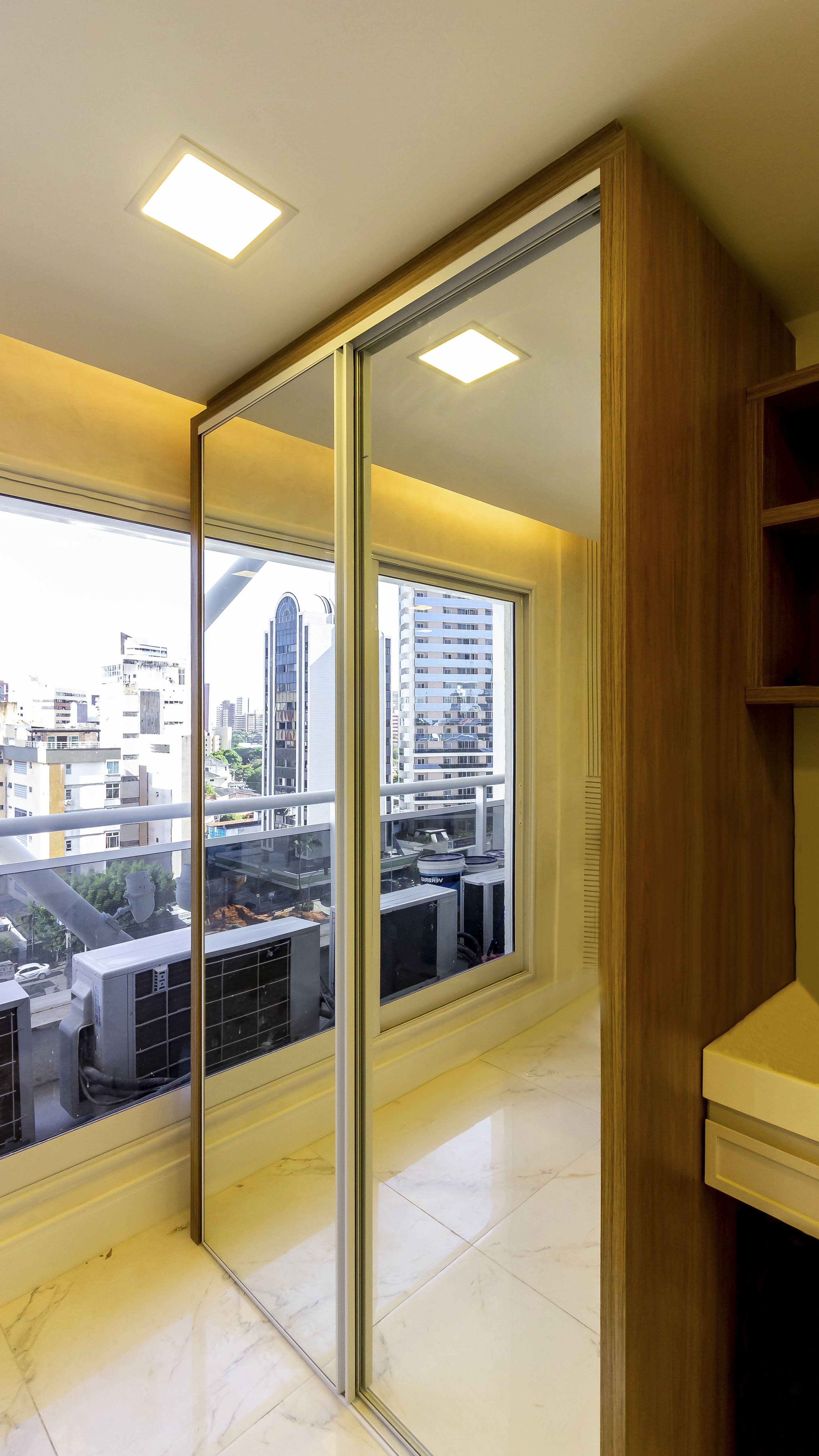 Armário Moderno Com Espelho Nas Portas Armário Moderno Moveis Projetados Perfil De Aluminio