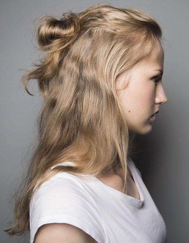 Halfup la coiffure stylée la plus simple à réaliser