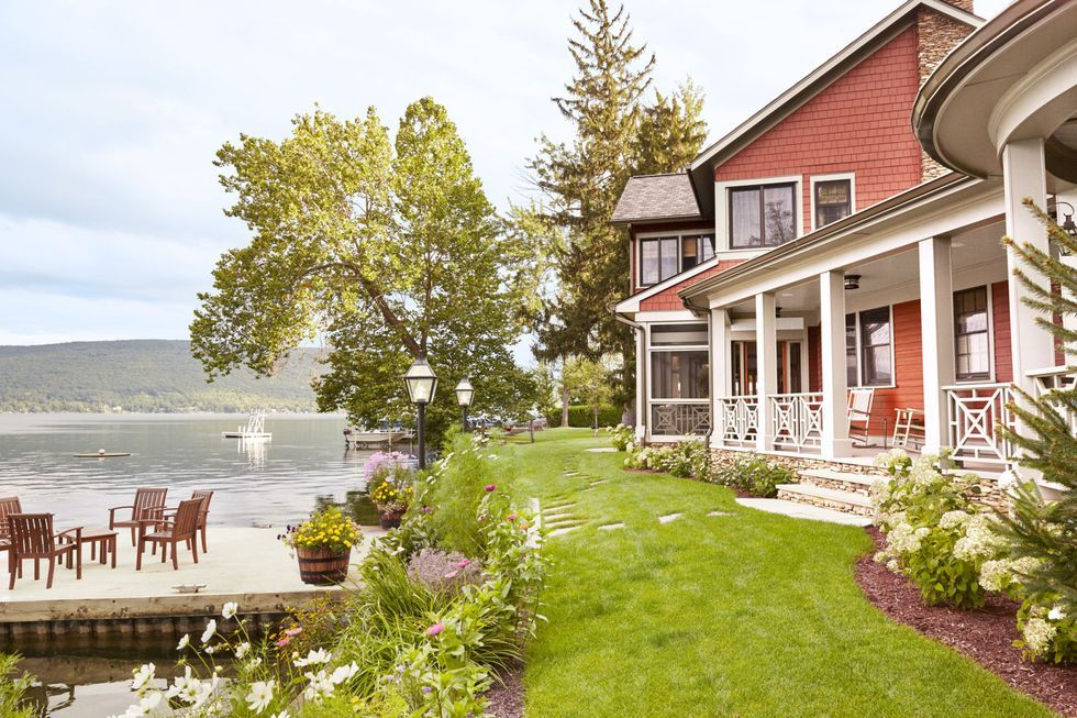 10 Essential Rules For Decorating A Lake House In 2020 Lake House House Designs Exterior Curb Appeal