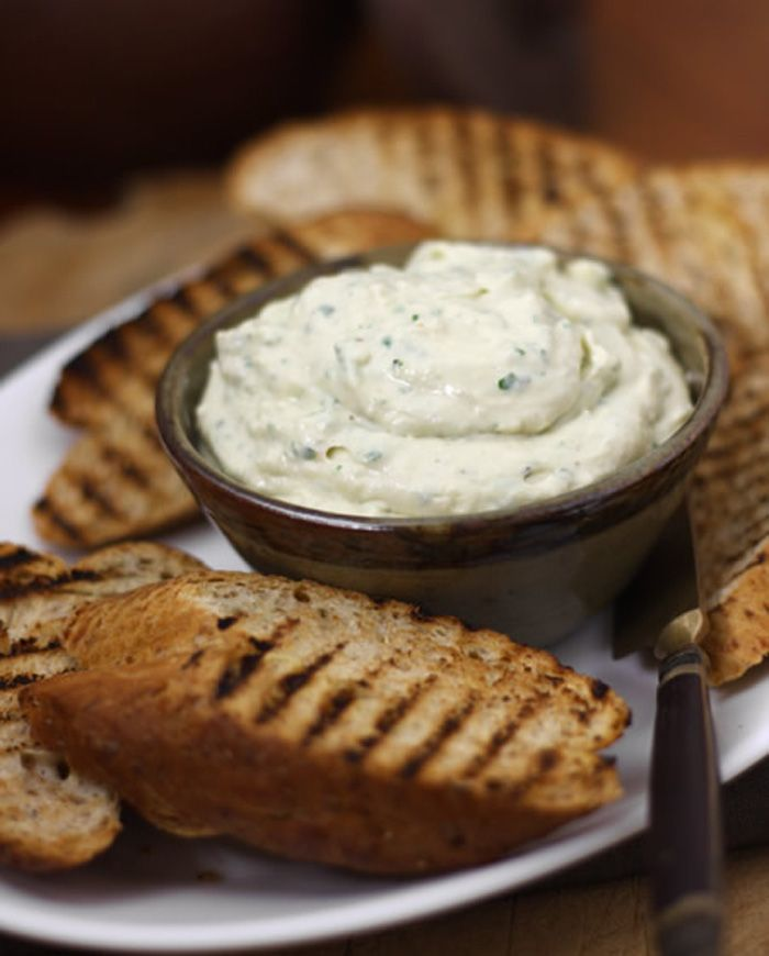 Easy White Bean Dip w/ Crostini