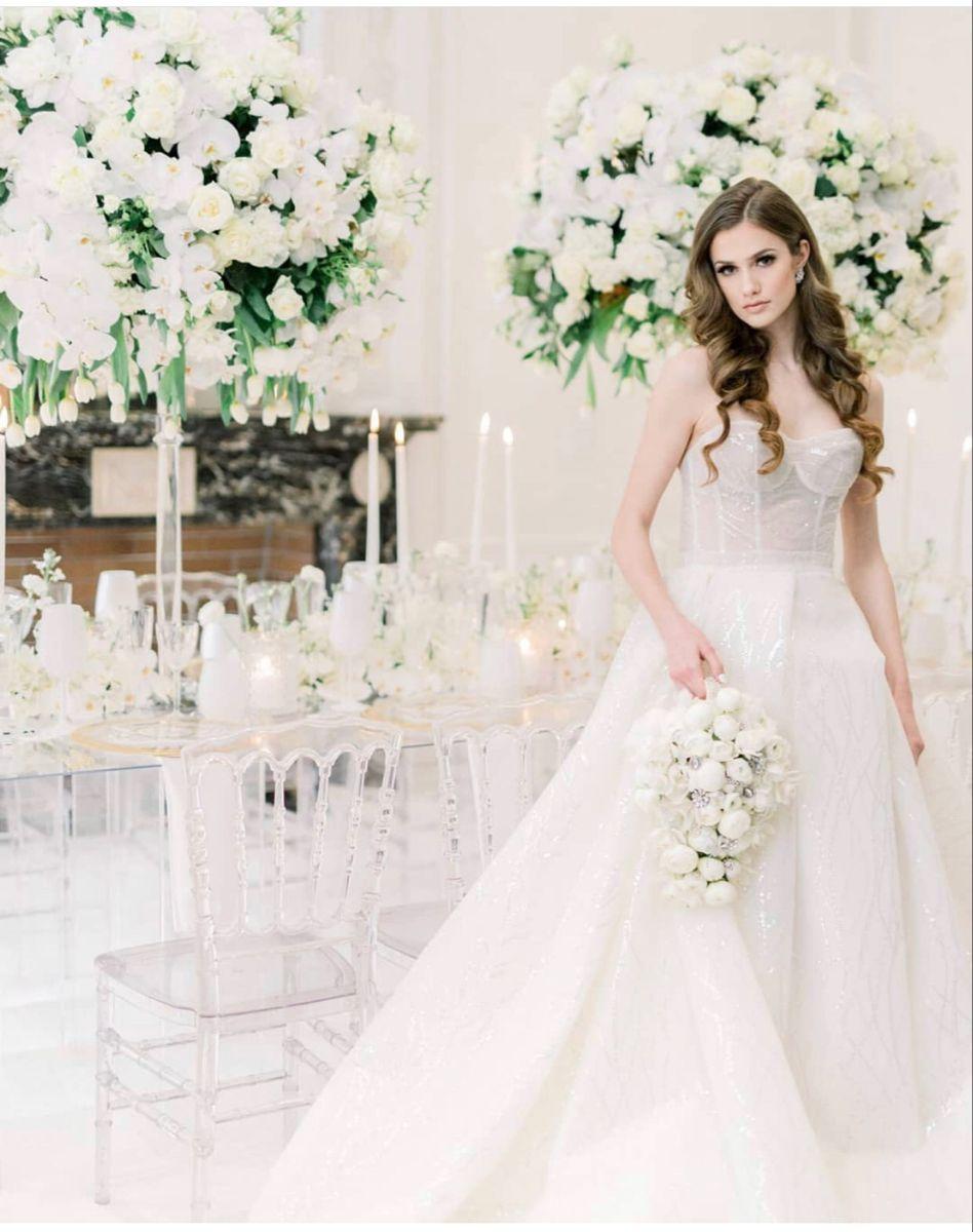 White Wedding Flowers In 2020 Linen Wedding Dress Beach White Wedding Flowers Miami Wedding Dress