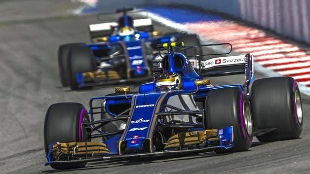 Pascal Wehrlein ohitti takana ajavan Marcus Ericssonin tallimääräyksen turvin. Muita ohituksia Sotshin F1-kisassa ei avauskierroksen jälkeen nähty.