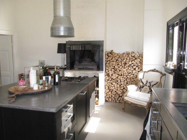 Grijsbruin is een warmere tint voor de vloer in keuken en ...