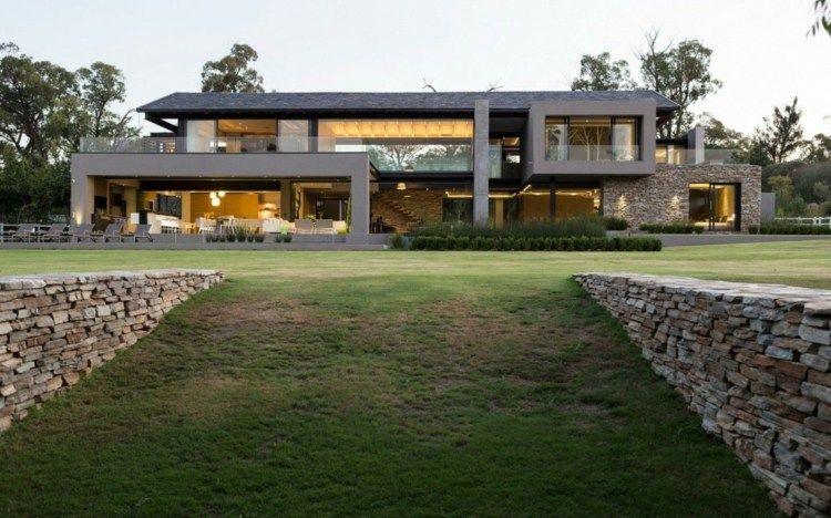natürliche steine dienen als mauer für die einfahrt in den garten, Innenarchitektur ideen