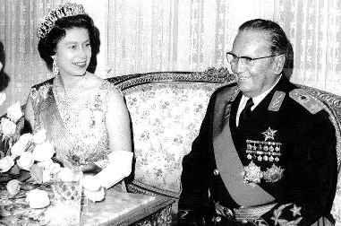 Josip Broz Tito 1972 Oktober Tito Empfangt Die Englische Konigin Elizabeth Ii Zum Staatsbesuch In Belgrad Die Queen Ist Very Amus Tito Elizabeth Ii History