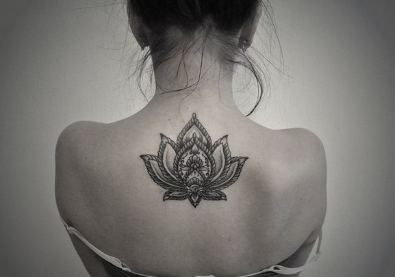 Tatouage Lotus Noir Et Blanc Tatoo Pinterest