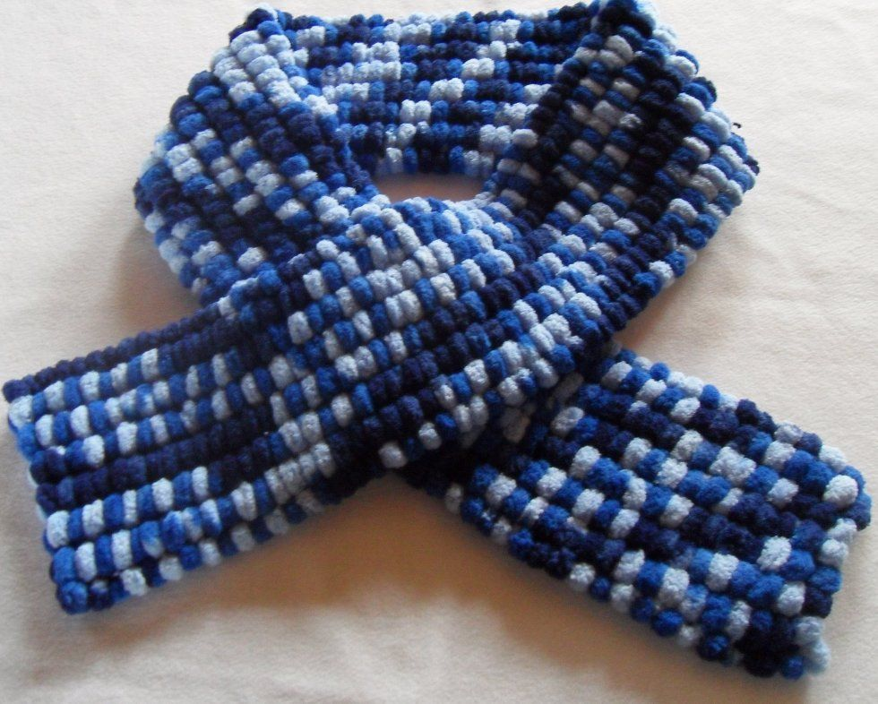 modèle tricot echarpe laine pompon   Idées crochet tricot fils ... c2fa2c2d487