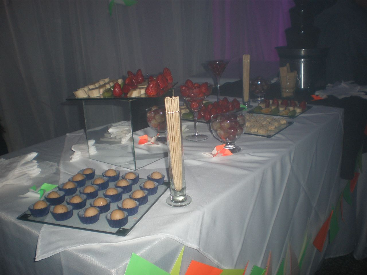 Cumpleaños con cascada dechocolate #fiesta #golosinas # #chocolates #cumpleaños infantiles # cumpleaños de adultos #mesadulce #festejo #cascadadechocolate #agasajar #mesa dulce #candybar #sweet table
