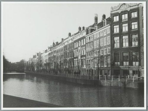 """1944. View on """"Gouden Bocht"""" on the Herengracht in Amsterdam. The Herengracht is the second of four canals belonging to the """"grachten gordel"""". The canal is located between the Singelgracht and the Keizersgracht. The """"Gouden Bocht"""" is an often visited section of the popular canal due to its large and beautiful canal houses. The construction of the Herengracht was initiated in 1612 on the initiative of Mayor French Hendricksz. #amsterdam #1940 #herengracht #goudenbocht"""