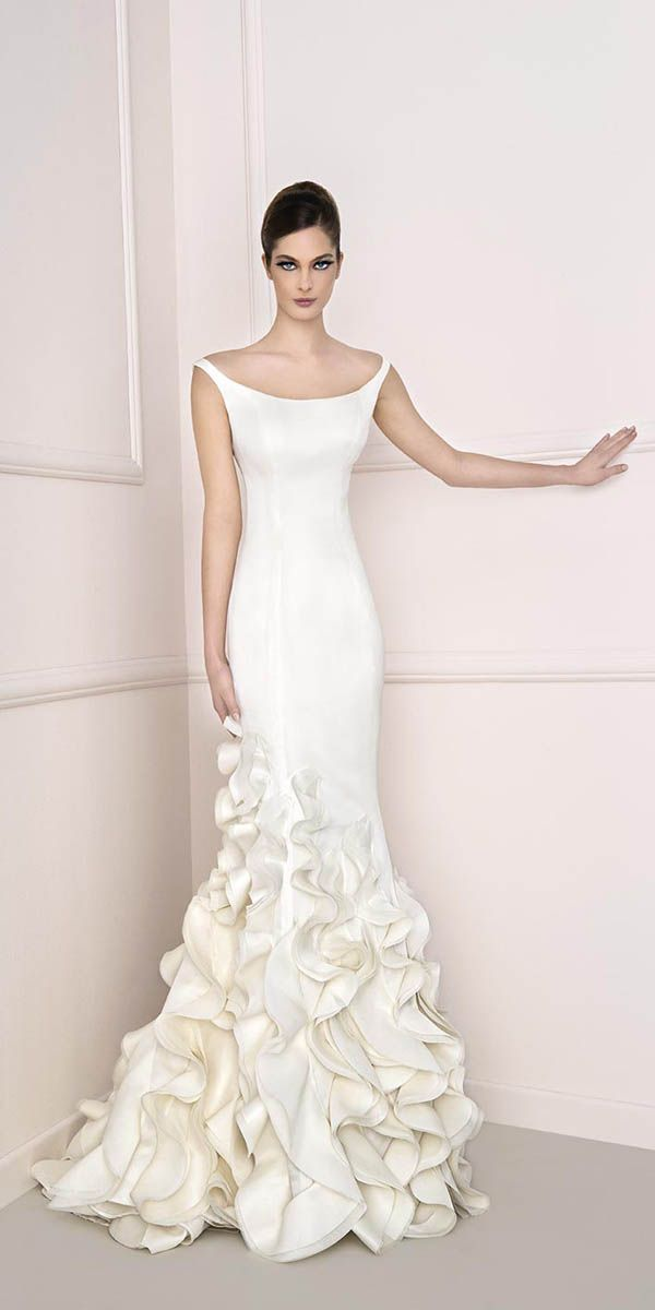 24 Totally Unique Fashion Forward Wedding Dresses See More Http Www