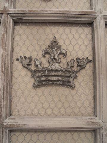 Tin On Chicken Wire Shabby Chic Crown Chicken Wire Crafts Crown Decor Mirror Frame Diy