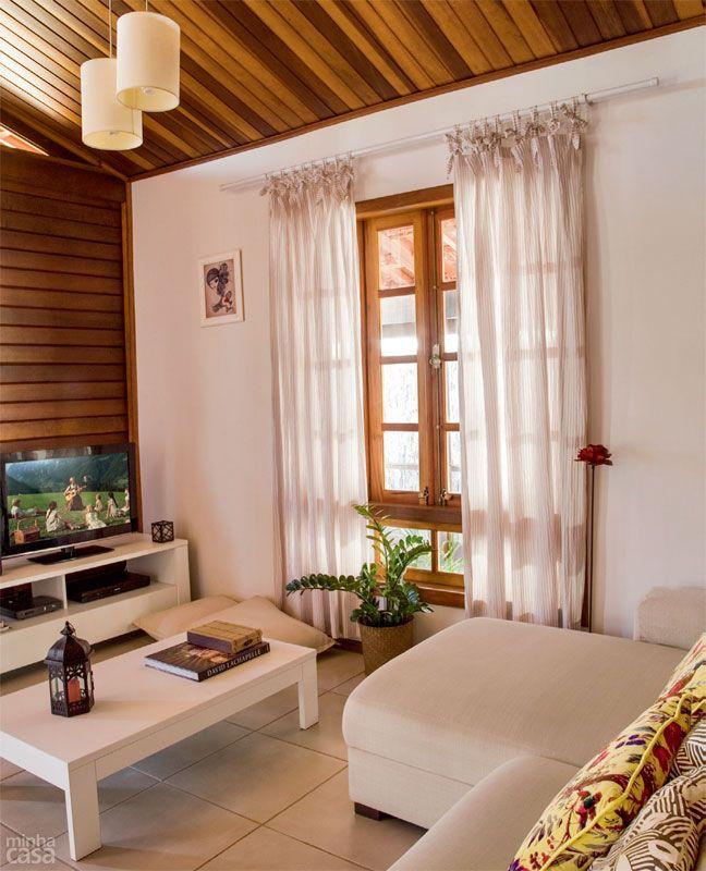 Casa pré-fabricada de madeira tem cara de chalé