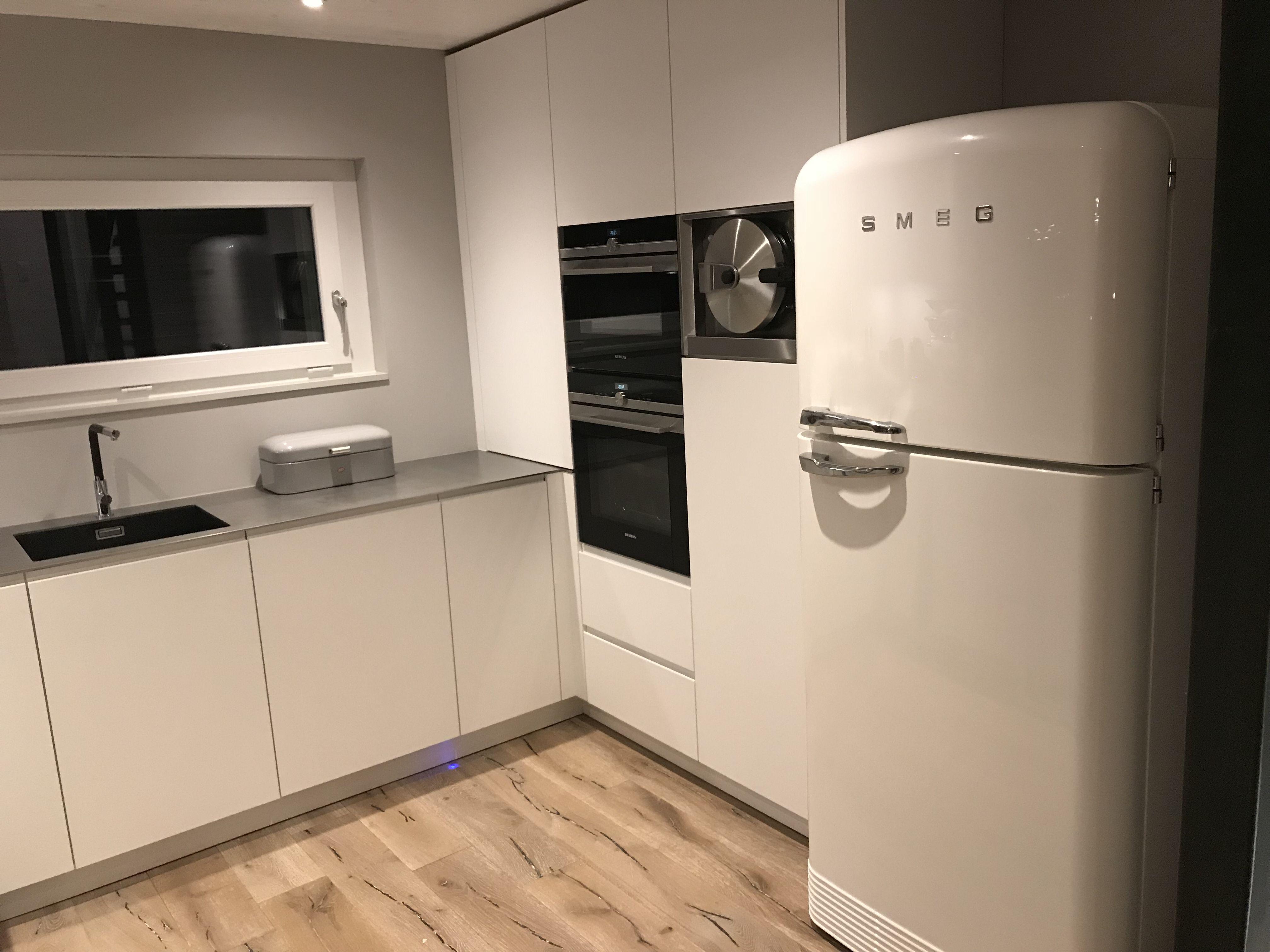 Küchenzeile Mit Retro Kühlschrank : Kleine küchenzeile retro respekta retro kühlschrank cm kühl