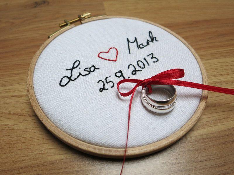 Ringkissen im Stickrahmen mit eurer Handschrift von Hochzeitsstube ...