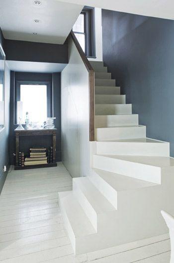holztreppe treppe wei gestrichen interessante wei blau kombination mit farben von farrow. Black Bedroom Furniture Sets. Home Design Ideas